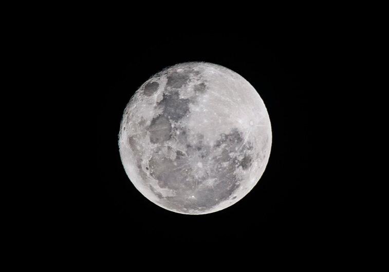 Canva-Full-Moon
